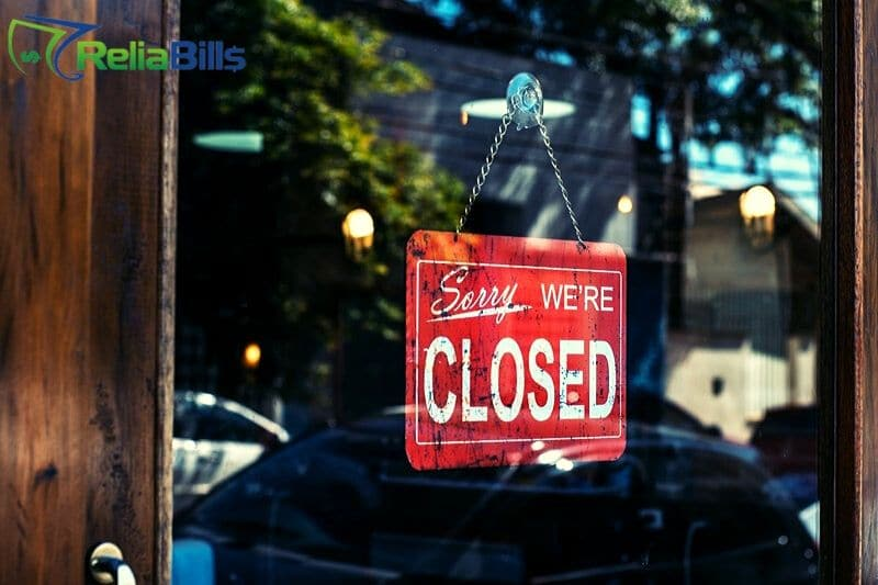 A signage that shows that the business is closed because of COVID-19